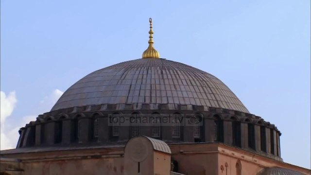 Top News - Gjykata Turke/ Kthen Shën Sofinë në xhami