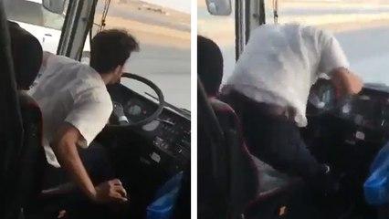 Ce chauffeur de car a une façon de conduire bien flippante