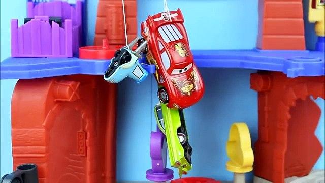 Disney Pixar Cars Magic Mater turns The Penguin, Riddler, & Killer Croc into animals using Magic