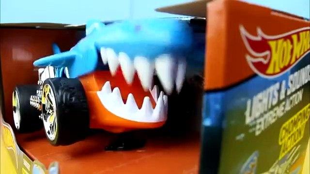 Hot Wheels Sharkruiser chases & eats Lightning McQueen!