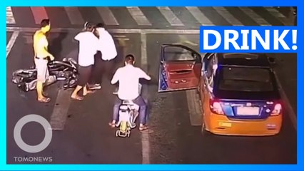 Chinese Drunk Driver Attacks Taxi For Beeping at Him
