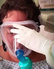 Humorista paraibano Renan da Resenha se emociona ao deixar hospital após vencer a Covid-19