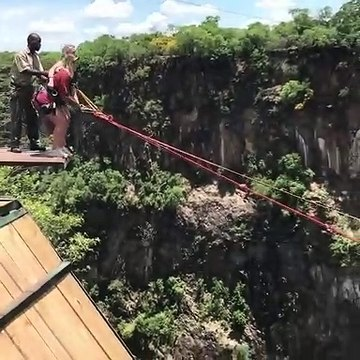 epic bunji jumping from mountain