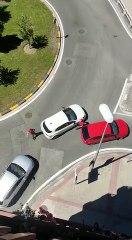 Un grupo se enfrente a otro con pistolas y un bate en el barrio de la Rochapea