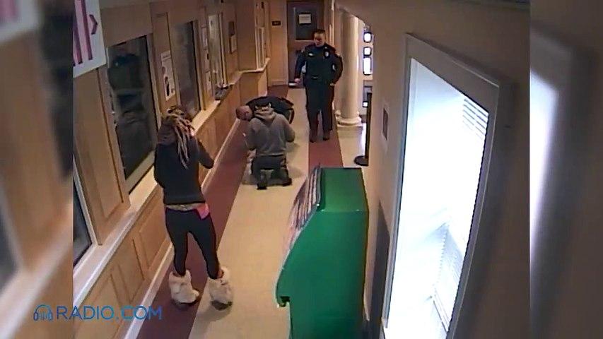 Des policiers sauvent un bébé chien en train de s'étouffer