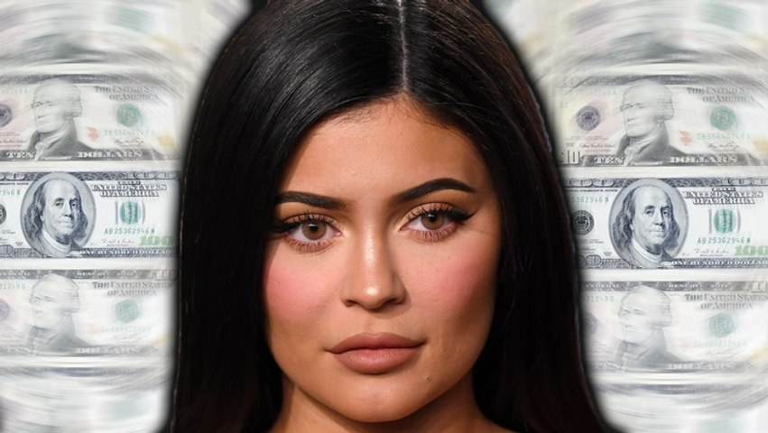 Kylie Jenner dissed by waitress in viral TikTok video