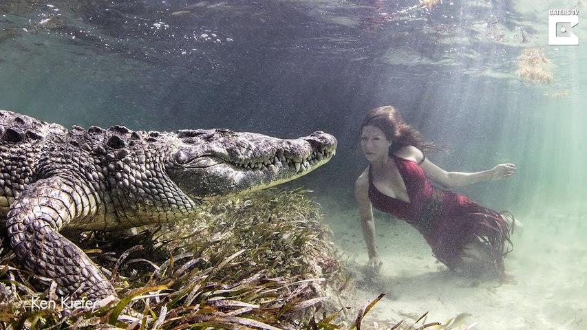 Cette mannequin nage avec un crocodile : séance photo à haut risque