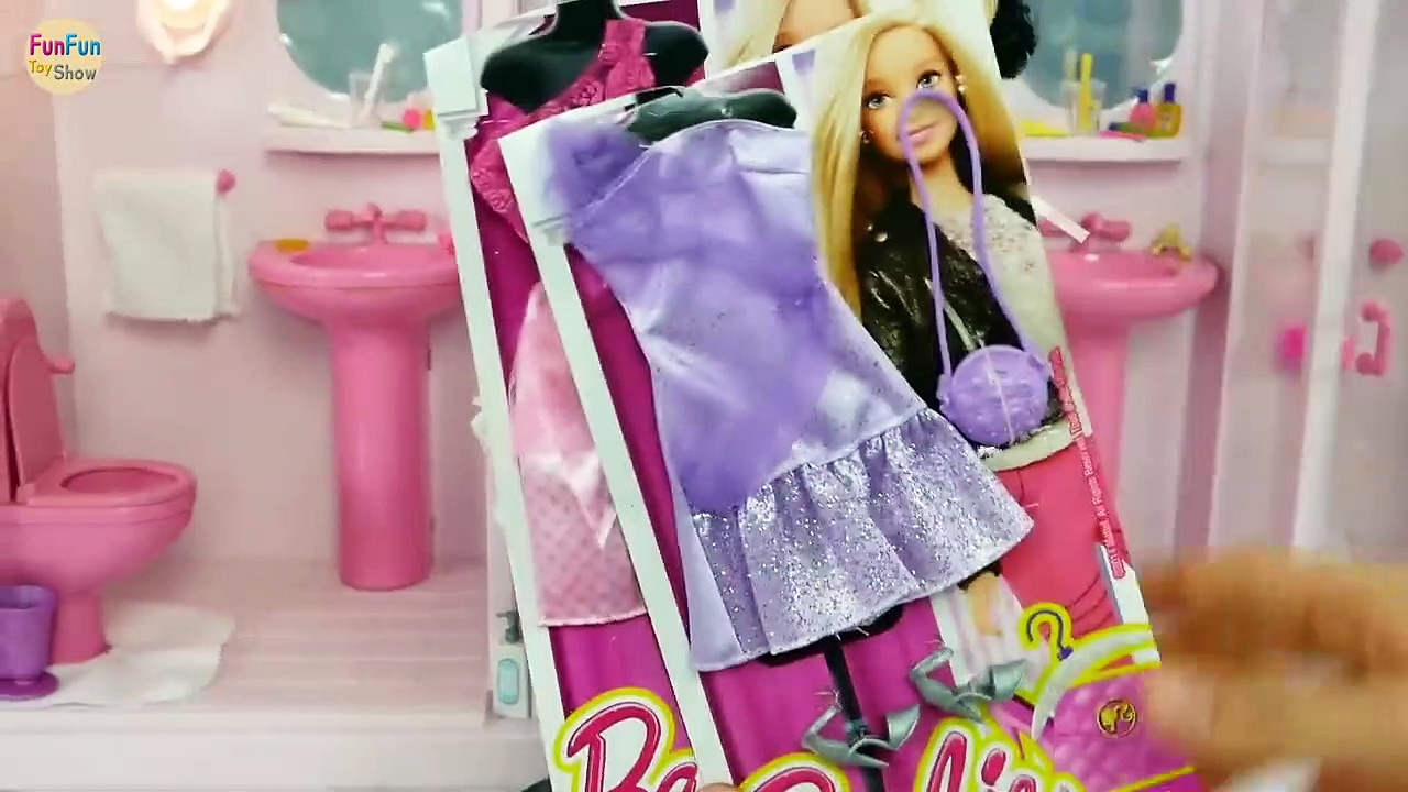 Barbie and Snow White in Pink Bathroom – Mermaids in Jacuzzi Hot tub spa kamar mandi Barbie Sereia