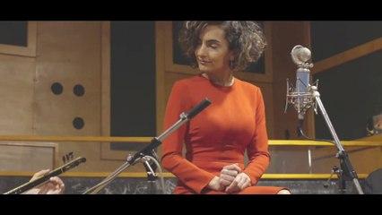 Mehtap Meral - Gurbet Elde Bir Hal Geldi Başıma (Official Video)