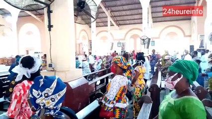Togo : ambiance dans une chapelle catholique après la réouverture partielle des églises
