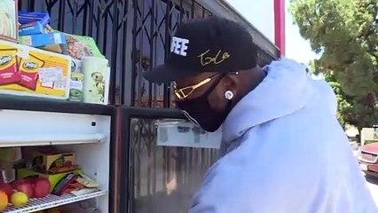 """""""برّادات محبة"""" على أرصفة لوس أنجليس توفّر الغذاء مجّانا للمحتاجين"""