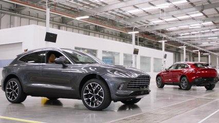 Aston Martin célèbre une étape importante avec la sortie du premier DBX de la chaîne de production