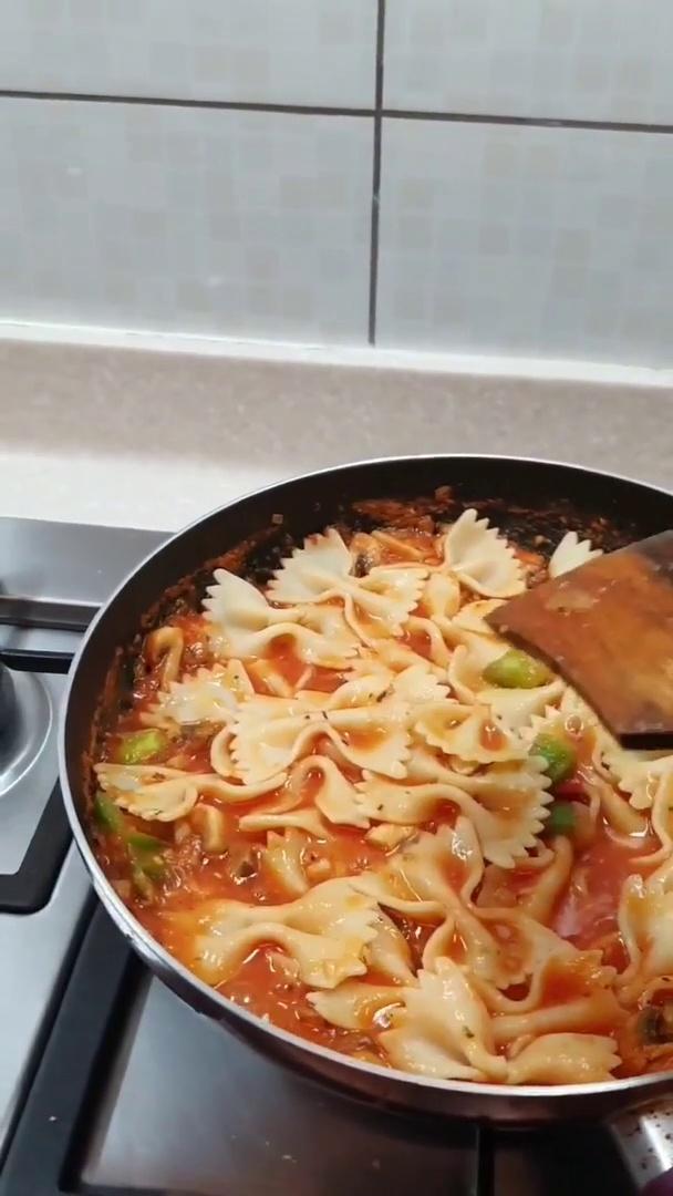 Vedhika Cooking Pasta in Pink Sauce