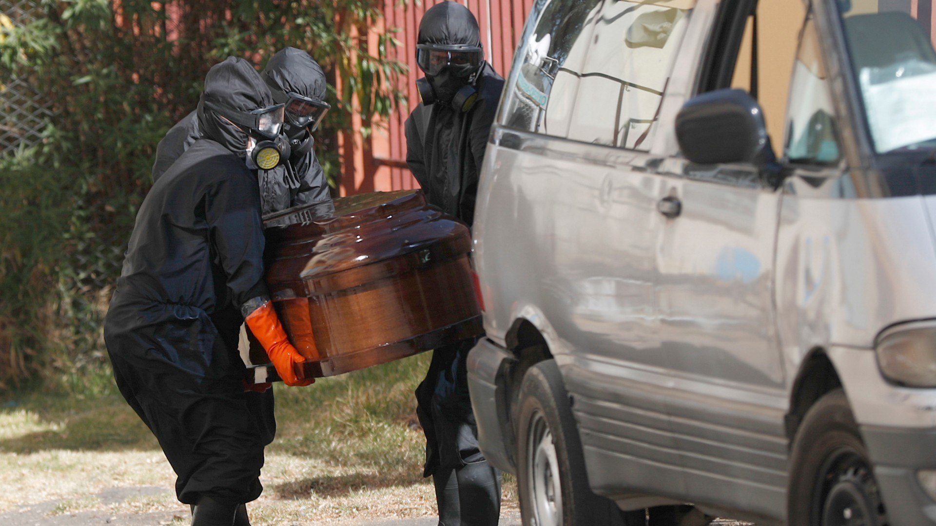 Bolivia police recover 400 bodies of suspected COVID-19 patients