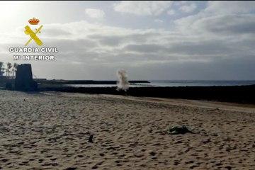 Destruyen un detonador en una playa de Lanzarote