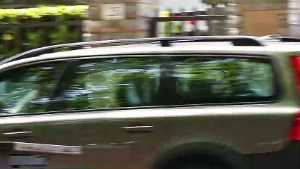 Iñaki Urdangarin sale de su casa de Vitoria con el coche cargado