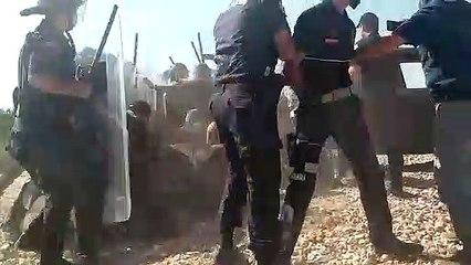 Salihli'nin Çapaklı Mahallesi'nde köylüler böyle gözaltına alındı