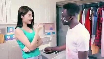 Une pub chinoise passe un homme noir à la machine pour le rendre blanc....Pour lire l'article :http://negronews.fr/2016/05/28/societe-quand-une-pub-de-lessive-chinoise-met-en-scene-un-homme-noir-dans-une-machine-pour-le-rendre-blanc/