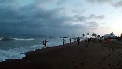 Vendedores ambulantes senegaleses salvam menor espanhola de afogamento