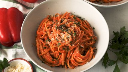 Roasted Red Pepper Alfredo Is The CREAMIEST