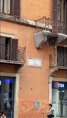 Totti e Ilary passeggiano nel centro di Roma con le mascherine: i fan non se ne accorgono!