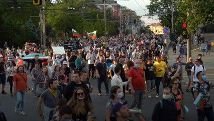 """Bulgarlar """"oligark mafya çetesi"""" hükümetine karşı sokaklarda"""