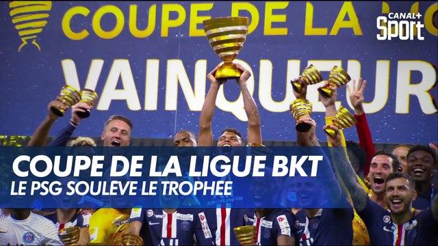 Le PSG soulève le trophée - Coupe de la Ligue BKT