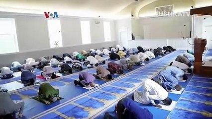 Jamaah sholat Idul Adha di Masjid IMAAM Center, Amerika Serikat
