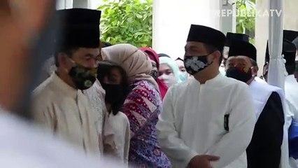Gubernur DKI Jakarta, Anies Baswedan (tengah)