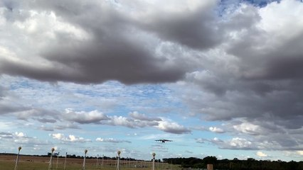 Le plus gros avion du monde se pose à Châteauroux