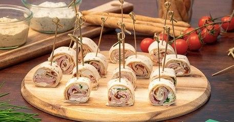 Egayez votre table apéritive avec ces mini wraps roulés au rôti et feta