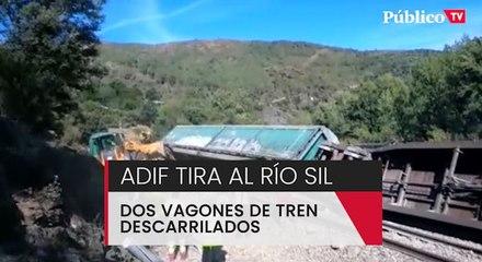 Adif tira al río Sil dos vagones de tren descarrilados