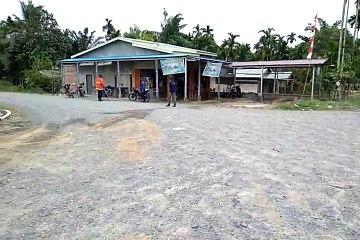 Satgas Covid-19 Menyemprot Desinfektans di Desa Muntialo