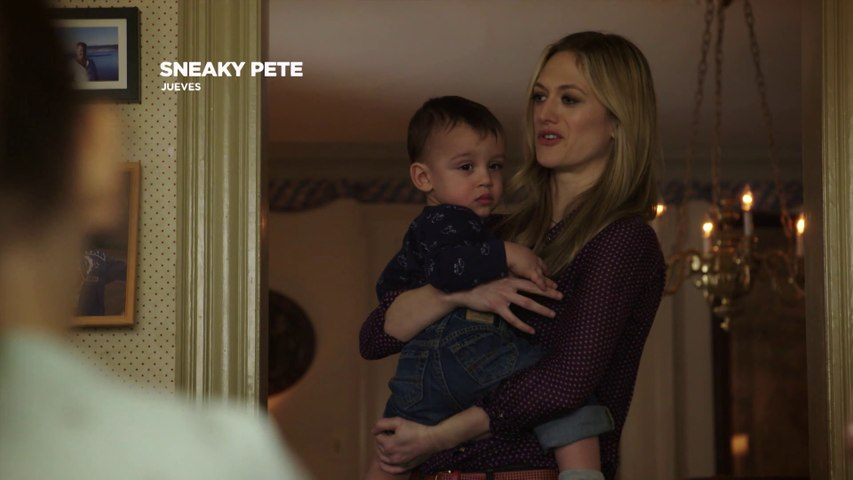 ¡Conoce a Julia en la nueva serie de AXN Sneaky Pete!