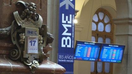 El Ibex 35 baja un 0,9 % y pierde el nivel de los 7.100 puntos