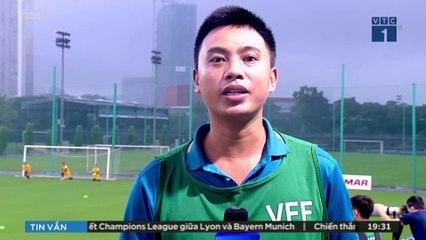 U22 Việt Nam đội mưa tập luyện trong ngày hội quân | VTC