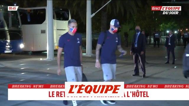 Le retour des Parisiens à leur hôtel - Foot - C1
