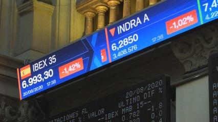 El Ibex 35 cae un 1,42 % y no consigue mantener los 7.000 puntos