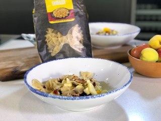 Pasta fría con fruta y nuez - Cocina con Conexión - Sonia Ortiz con Juan Farré