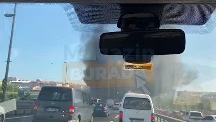 İstanbul Zeytinburnu-Merter Arasında Metrobüs Alev Aldı!