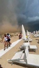 Puglia: bagnanti fuggono da tempesta di sabbia tra Torre Pali  e Pescoluse (Lecce)