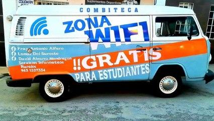 Joven lleva Internet en su 'Combiteca' a alumnos de escasos recursos en Chiapas