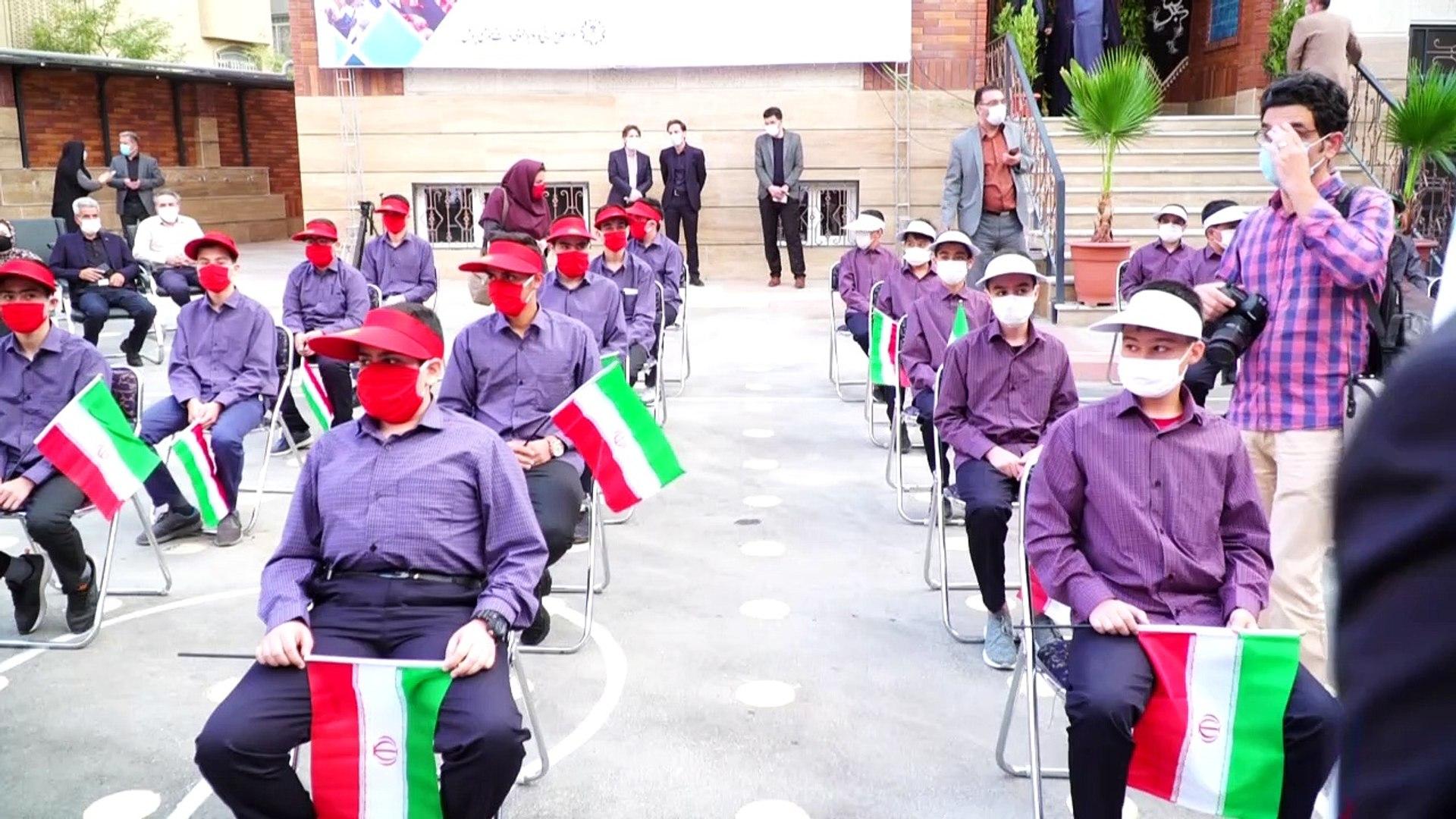 تلامذة يعودون الى المدارس في إيران وسط مخاوف من كوفيد-19