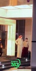 ️️ جماهير العميد تحفّز اللاعبين أثناء خروجهم من فندق الإقامة والتوجّه إلى الملعب  العداله الاتحاد @alshaheno