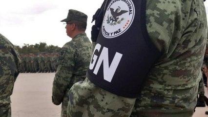 Elemento de la Guardia Nacional pone a secar sus calzones en la patrulla y los olvida
