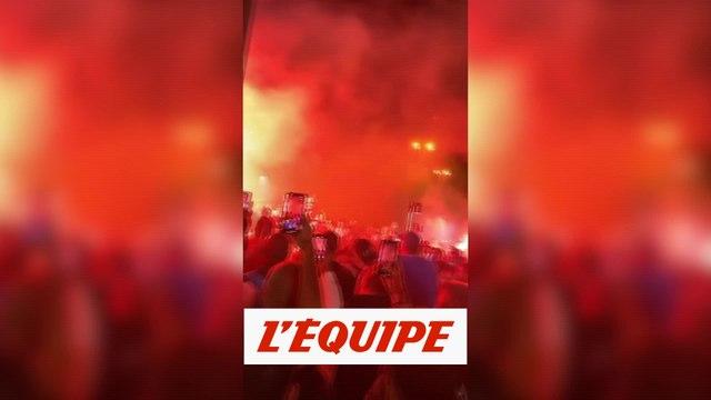 Les Marseillais accueillis en héros - Foot - WTF