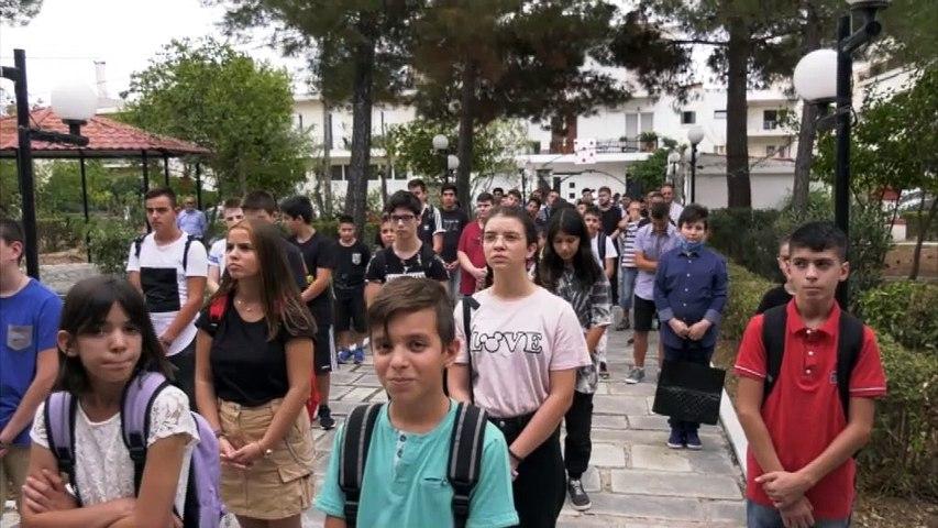 Αγιασμός στο 3ο λύκειο και το εκκλησιαστικό σχολείο της Λαμίας