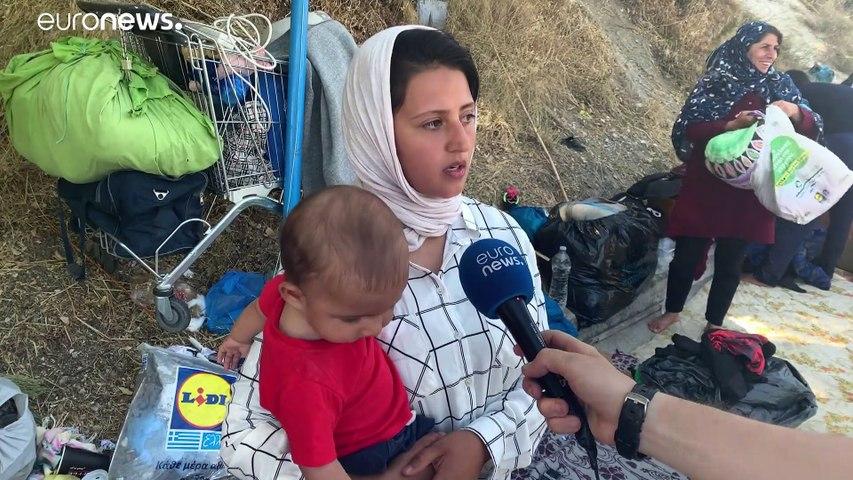 Migrantes desalojados manifestam-se nas ruas de Lesbos