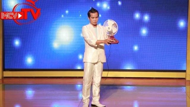 """Chàng công an trình diễn nhân điện trên """"Bạn Có Thực Tài? - 2015""""."""