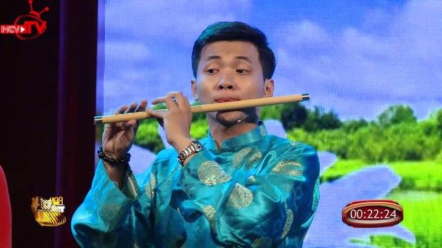 Màn tranh tài gây cấn giữa các nhạc cụ dân tộc và nhóm nhảy cổ động.